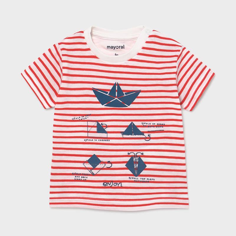 Camiseta de manga corta para bebé niño. Cuello redondo en distinto color. Modelo de corte recto. Cierre con botones a presión en el hombro para facilitar la puesta de la prenda. Cómodo tejido de punto. Elementos de adorno: dibujo en la parte delantera. Motivo de rayas.