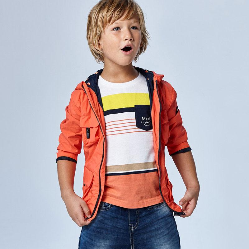 Camiseta manga corta rayas niño mayoral. Tejido 100% algodón. Bolsillo funcional en la parte delantera. Rayas colores.