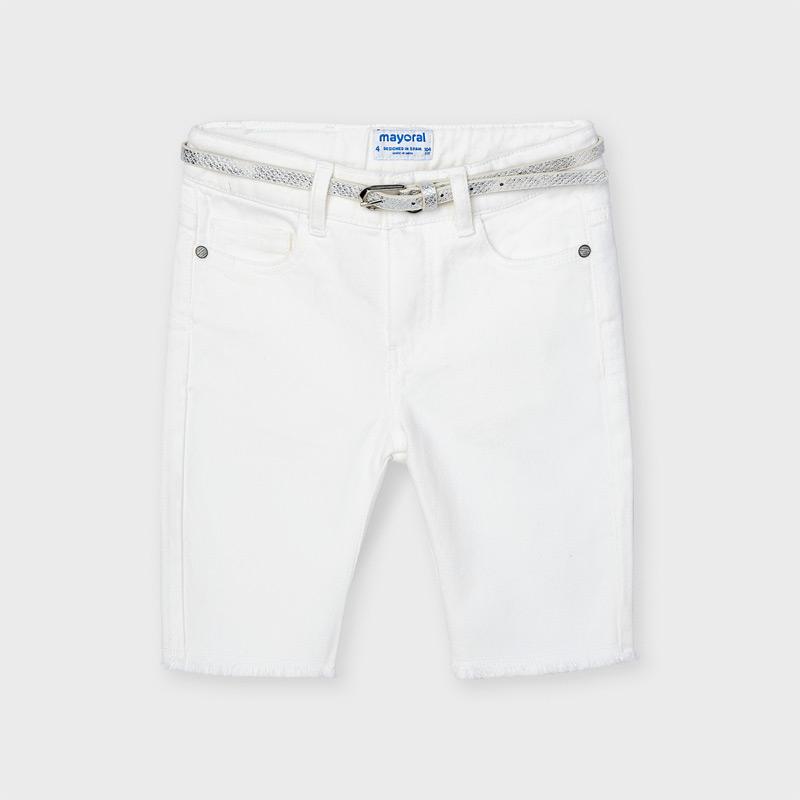 Pantalón de tipo bermuda para niña de 2 a 9 años. Cintura con goma elástica y cierre con cremallera y botón. Suave tejido de algodón elástico. Cinturón extraíble a la cintura en color plata. Bolsillos funcionales en la parte delantera. Bajo deshilachado.