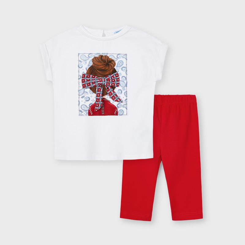Camiseta blanca con serigrafía de muñeca, lazo de tela contraste. Espalda cierre lagrima con botón. Leggins pirata en rojo, goma cintura.