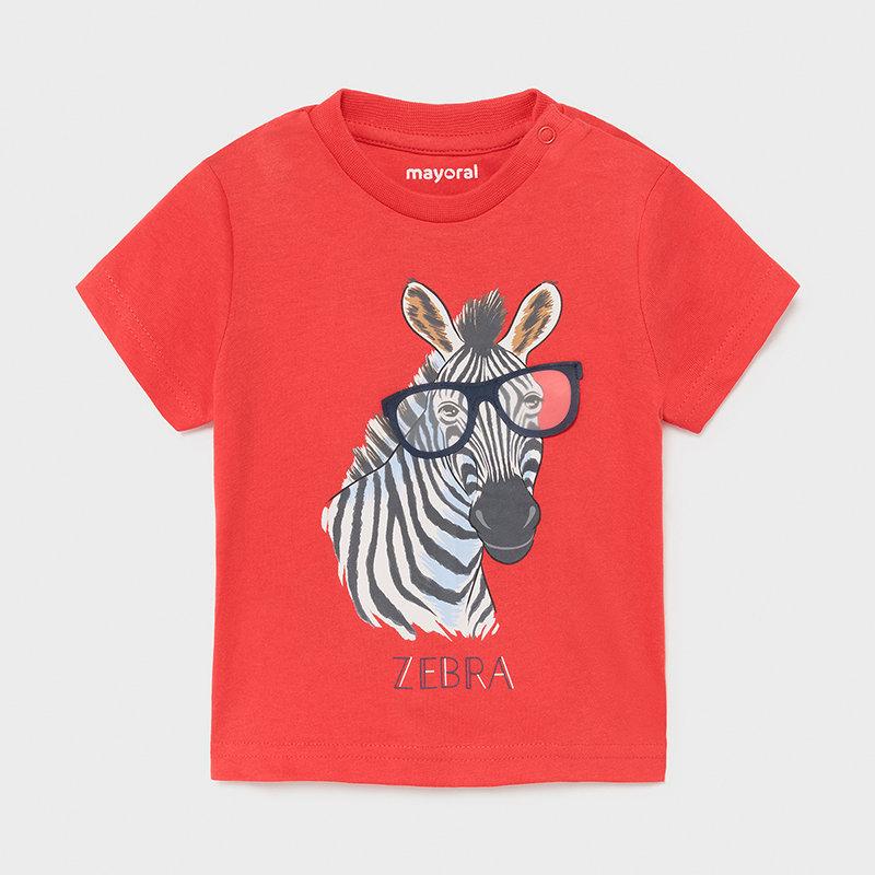 Camiseta roja cebra bebé niño. Cierre con botones a presión en el hombro para facilitar la puesta de la prenda. Tejido 100% algodón.