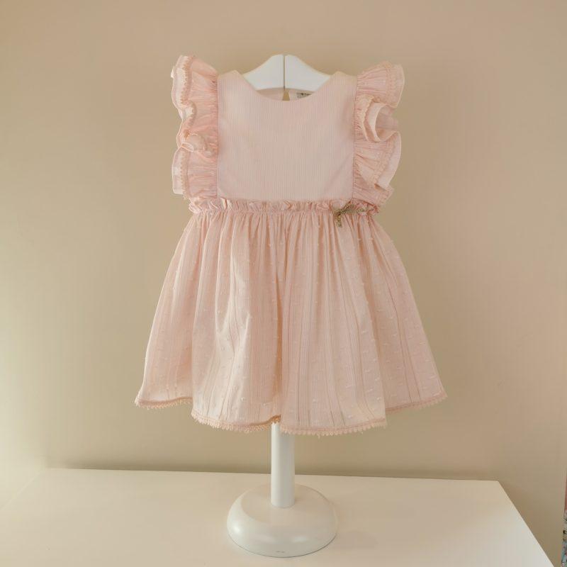 Delicado, dulce este vestido con volante en manga, corte en cintura con un poco de vuelo.