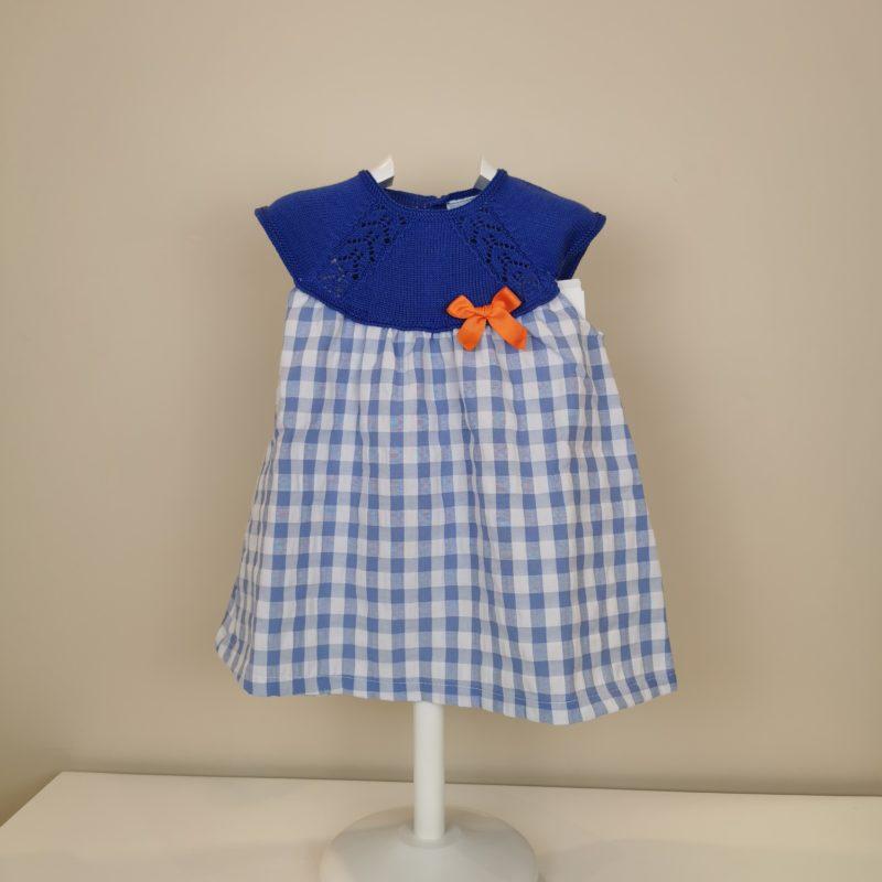 Vestido punto y tela cuadro vichy azulina. Canesú de punto , cuerpo de cuadros vichy. Cierre con botones, lazito a contraste coral.